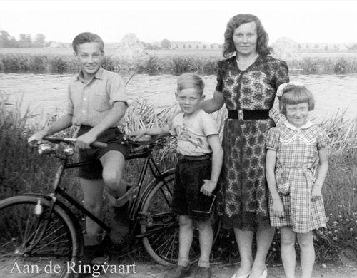 Volger Cor 1913 195_ vrouw Kitty met kinderen Jan Rinus en Rietje