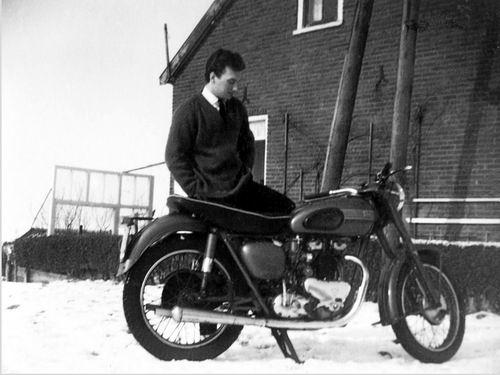 Volger Jan 1939 1962 bij Motor in de Sneeuw
