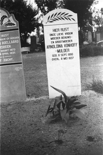 <b>ZOEKPLAATJE:</b>&nbsp;Vonhoff-Mulder Arnoldina 1890 1937 Grafsteen