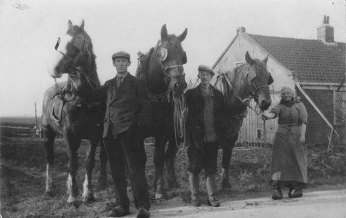 <b>ZOEKPLAATJE:</b>&nbsp;Vos Dries de 1936  met Betje Tiel en 3-span na landwerk