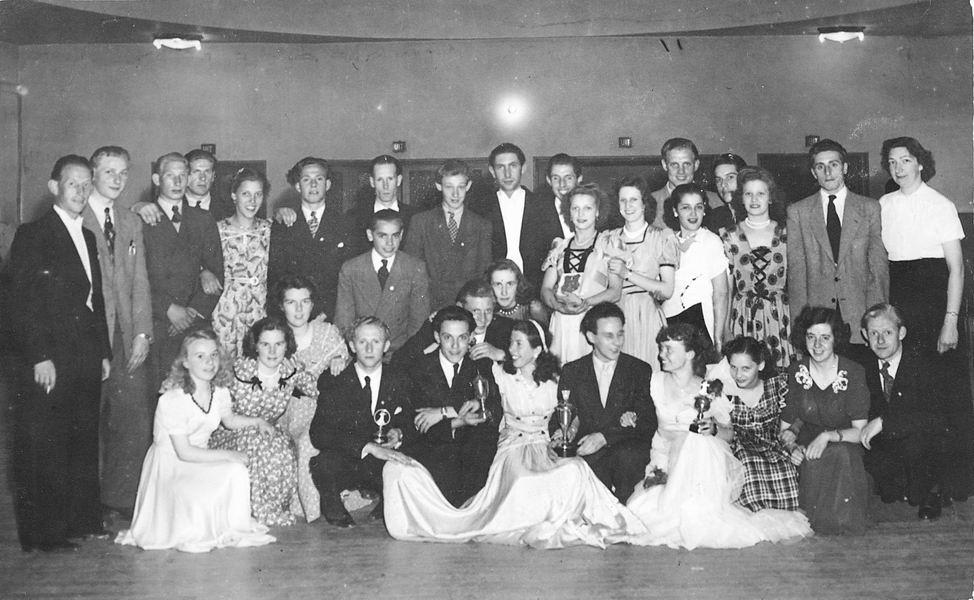 <b>ZOEKPLAATJE:</b>Vos Nel de 1931 19__ Dansschool Onbekend