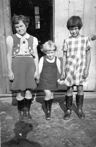Vos Nel de 1931 19__ met Nellie en Greet Cuvelier