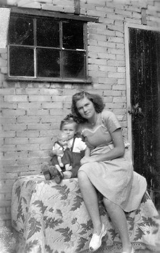 Vos Nel de 1931 19__ met Willy de Vos Cordr 01