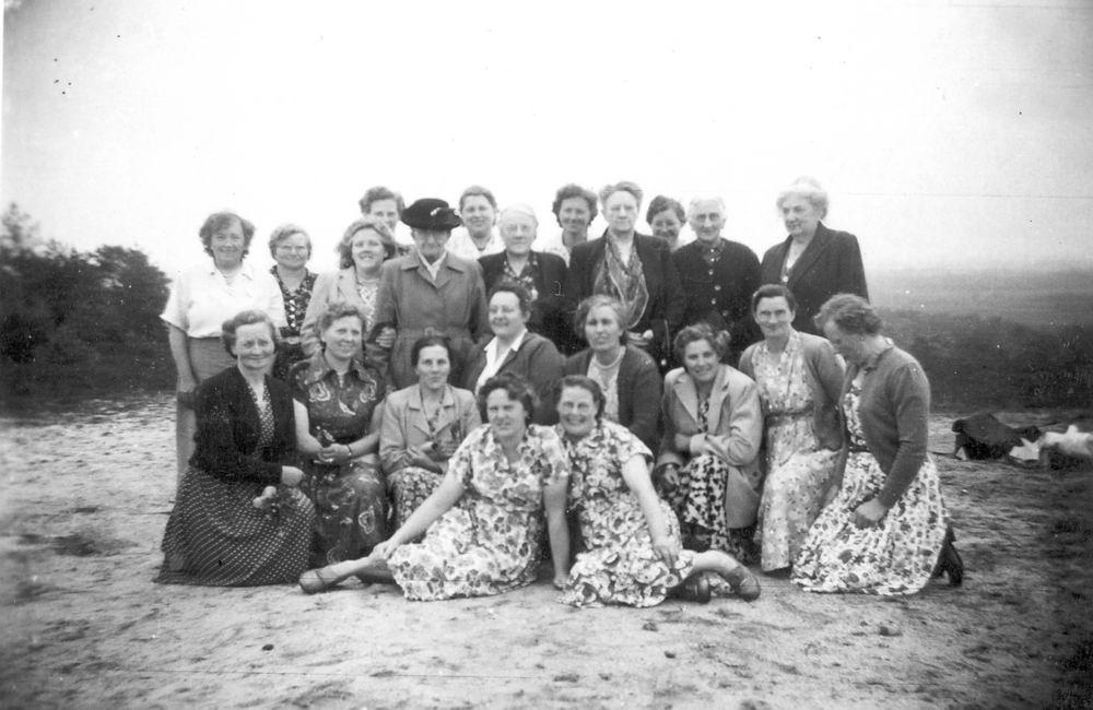 Vrouwenvereniging Rijk 1950_ Uitje 01