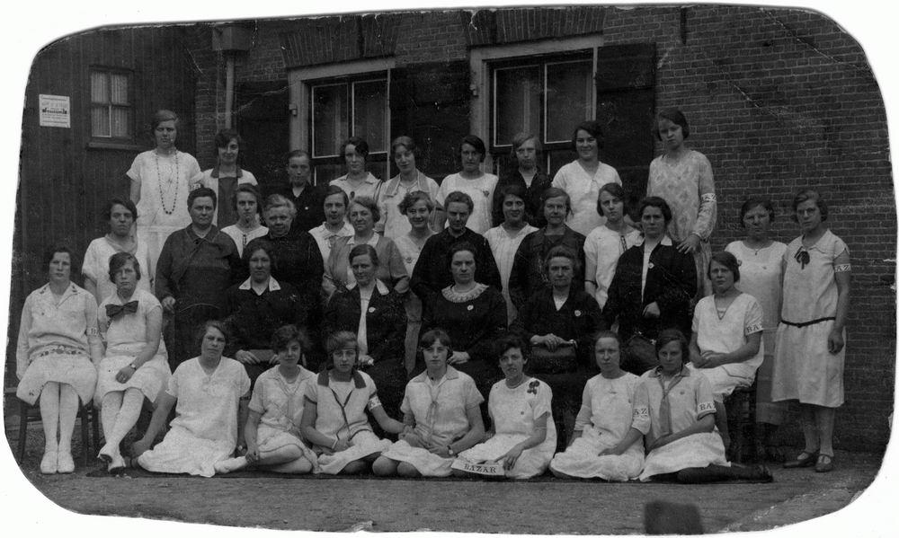 Vrouwenvereniging Rijk 19__ bij Knaapenburg 01