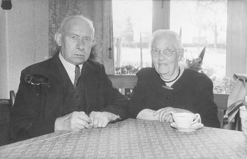 Wakker Bastiaan 19__ met vrouw Johanna Petronella Legierse