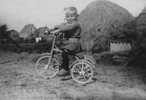 Wieringen Jan v 1933 1936 op Driewieler op Veldweg Akerdijk 01