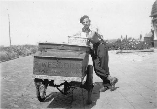 <b>ZOEKPLAATJE:</b>Wieringen Jan v 1933 1949 met Bakkerswagen Wesdorp uit Sloterweg