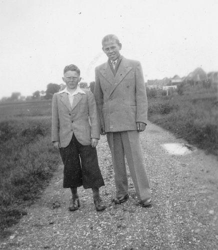 Wieringen Jan v 1933 1950 met broer Cor