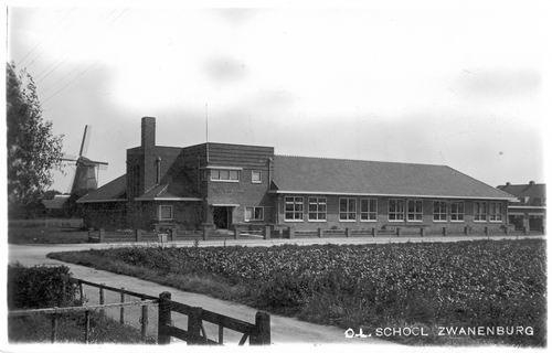 Wilgenlaan 0083 1935 Julianaschool met Molen de Dommekracht