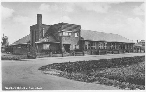 Wilgenlaan 0083 1937 Julianaschool met Molen de Dommekracht