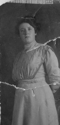 Woude - Meijer Elisabeth van der 1891 1910 bij de Fotograaf