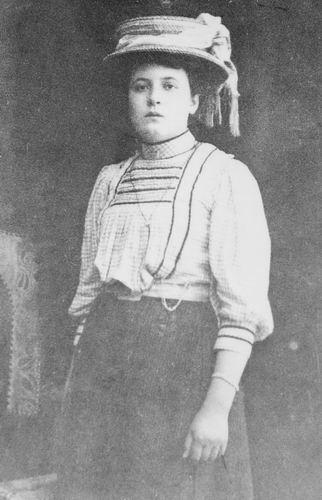 Woude - Meijer Elisabeth van der 1891 19__ bij de Fotograaf
