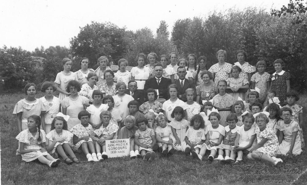 <b>ZOEKPLAATJE:</b>Onbekend Zangkoor 1935 met Hendrika Elshout 01