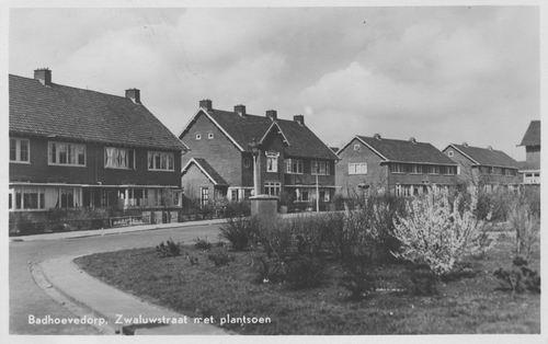 Zwaluwstraat 1950 met Plantsoen