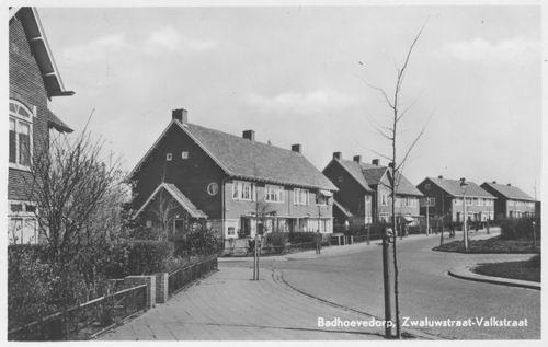 Zwaluwstraat 1952 en Valkstraat