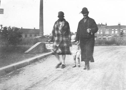Zwanenburgerdijk 044_ Overzijde 1925 met Familie Koel