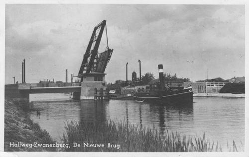 Zwanenburgerdijk 047_ 1952 Ophaalbrug met Sleepboot