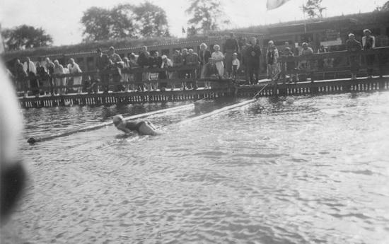 Zwembad 1936 Zwemfeest Hoofddorp