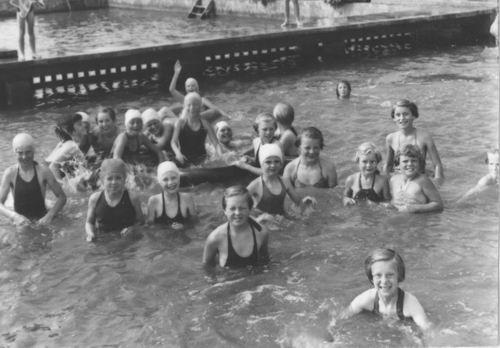 Zwembad 1955 met oa Ans Kaslander