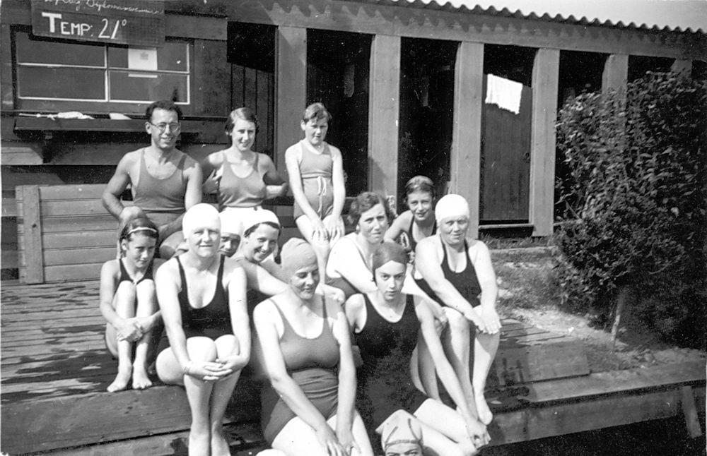 Zwembad 19__ met Stijntje de Koning-Tichelaar 01 en Janny Roodenburg_2