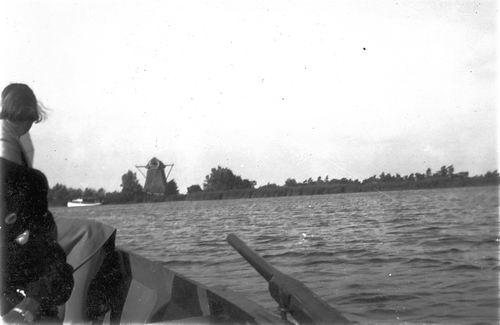 Aalsmeer Molenpoel 19__ met Molen de Zwarte Ruiter 01