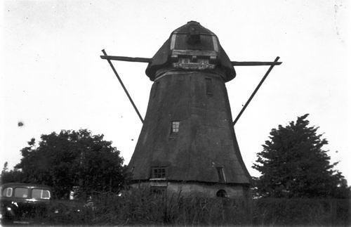 Aalsmeer Molenpoel 19__ met Molen de Zwarte Ruiter 02