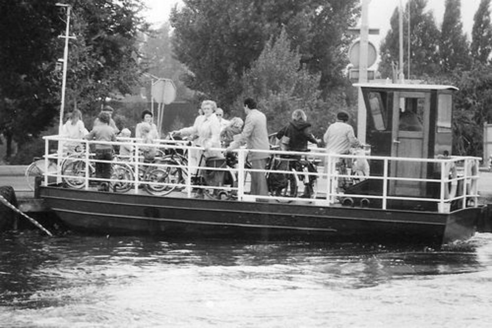Aalsmeerderdijk 0675± 1982 Pontje Uiterweg 0