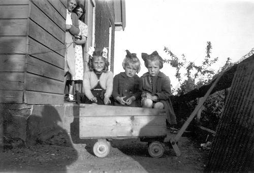 Aalsmeerderweg W 0895 1951 Huize v Breen met Gretha Schreuders 01