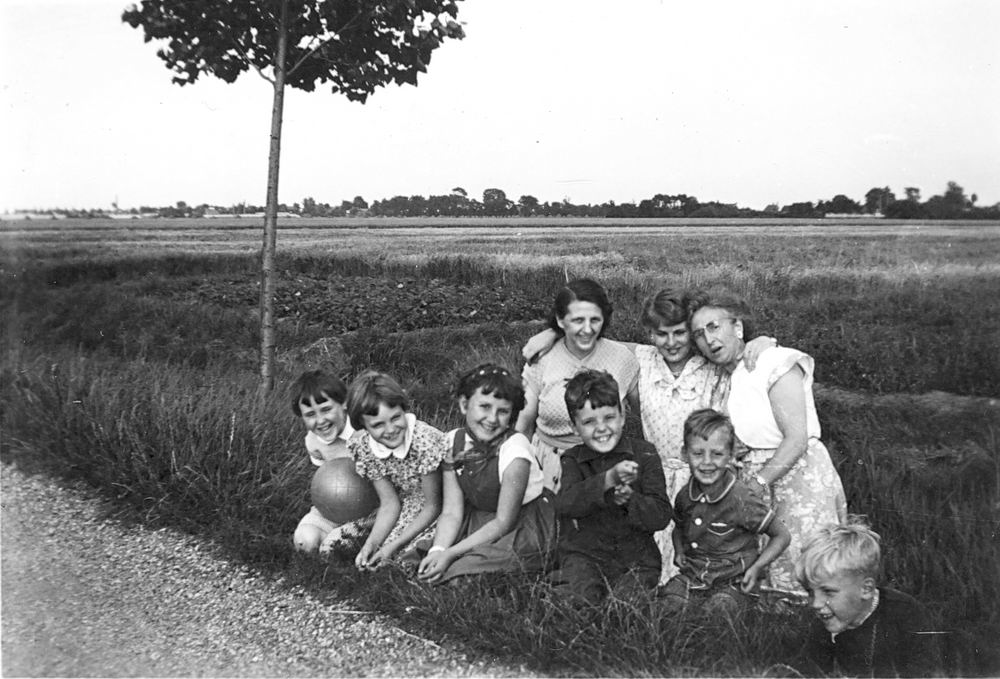 Aalsmeerderweg W 0895 1951 Huize v Breen met Gretha Schreuders 03