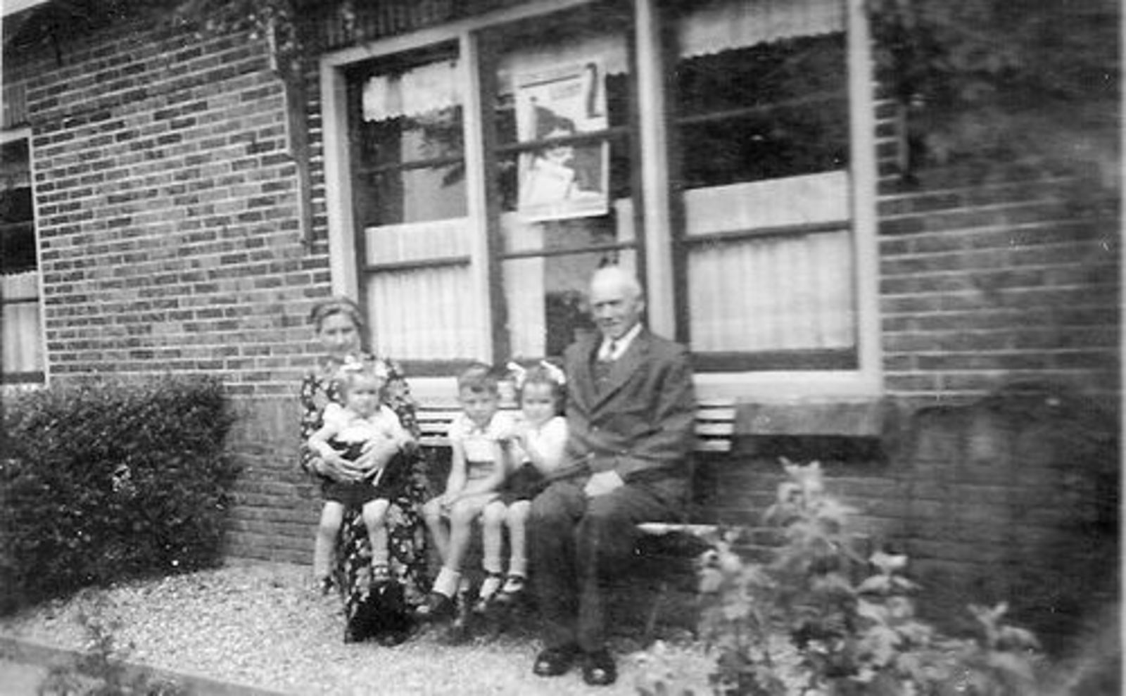 Beetslaan N 0123 1946± met Jan L de Boer Vrouw en Kleinkinderen