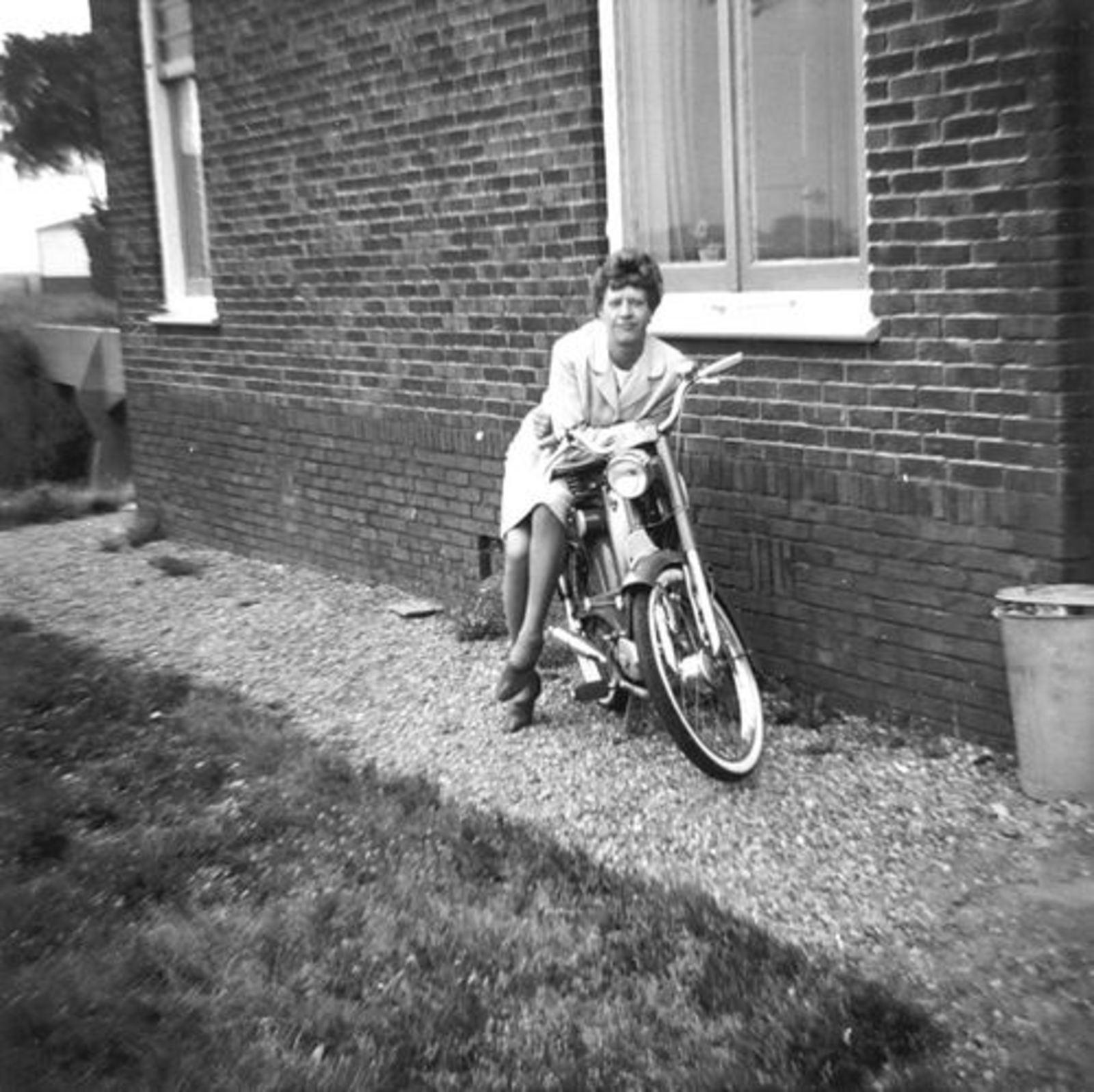 Bennebroekerweg Z 0402 19__ met fam Wassenaar 01