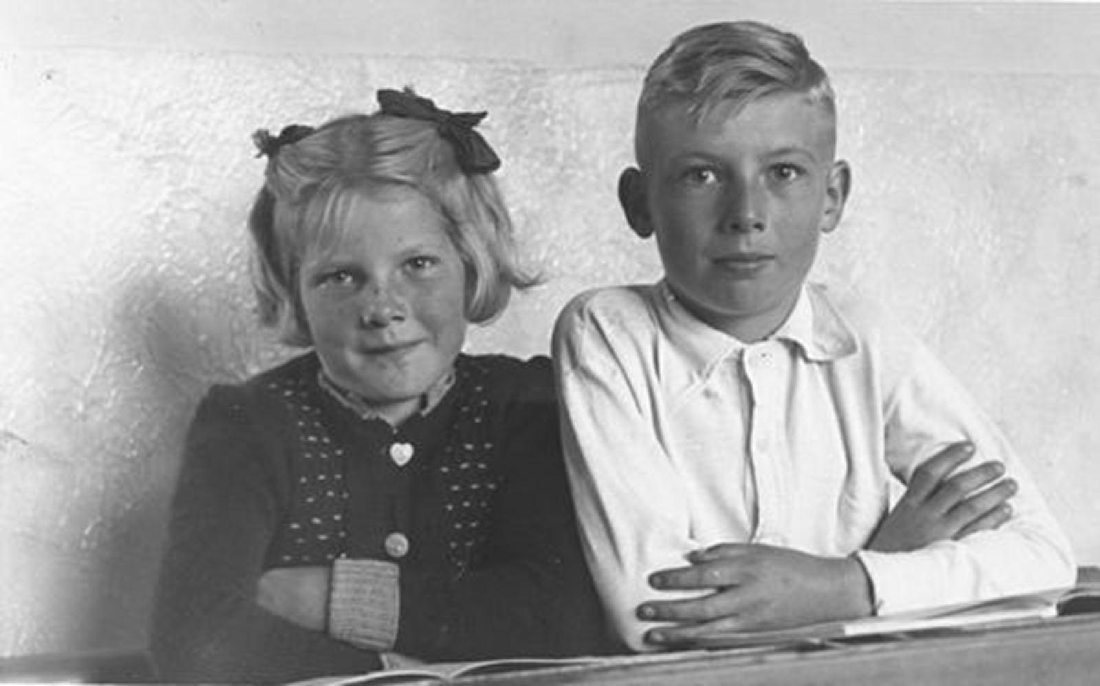 Berbiers Nico 1939 19__ Schoolfoto met zus Leentje
