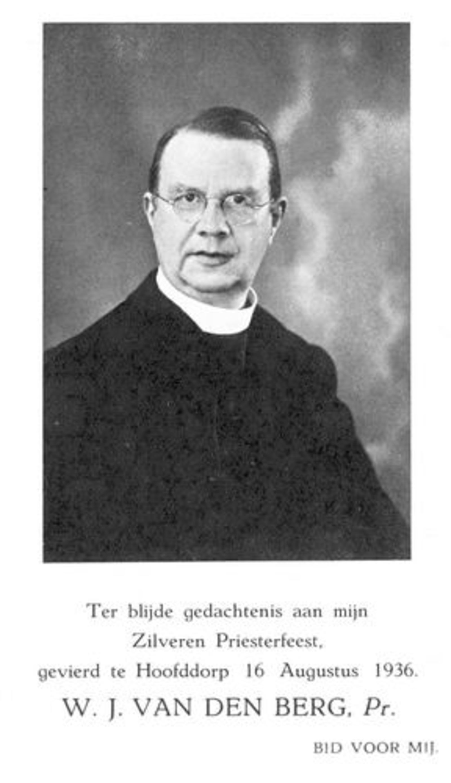 Berg Pastoor W J vd 1936 25 jaar Priester _2