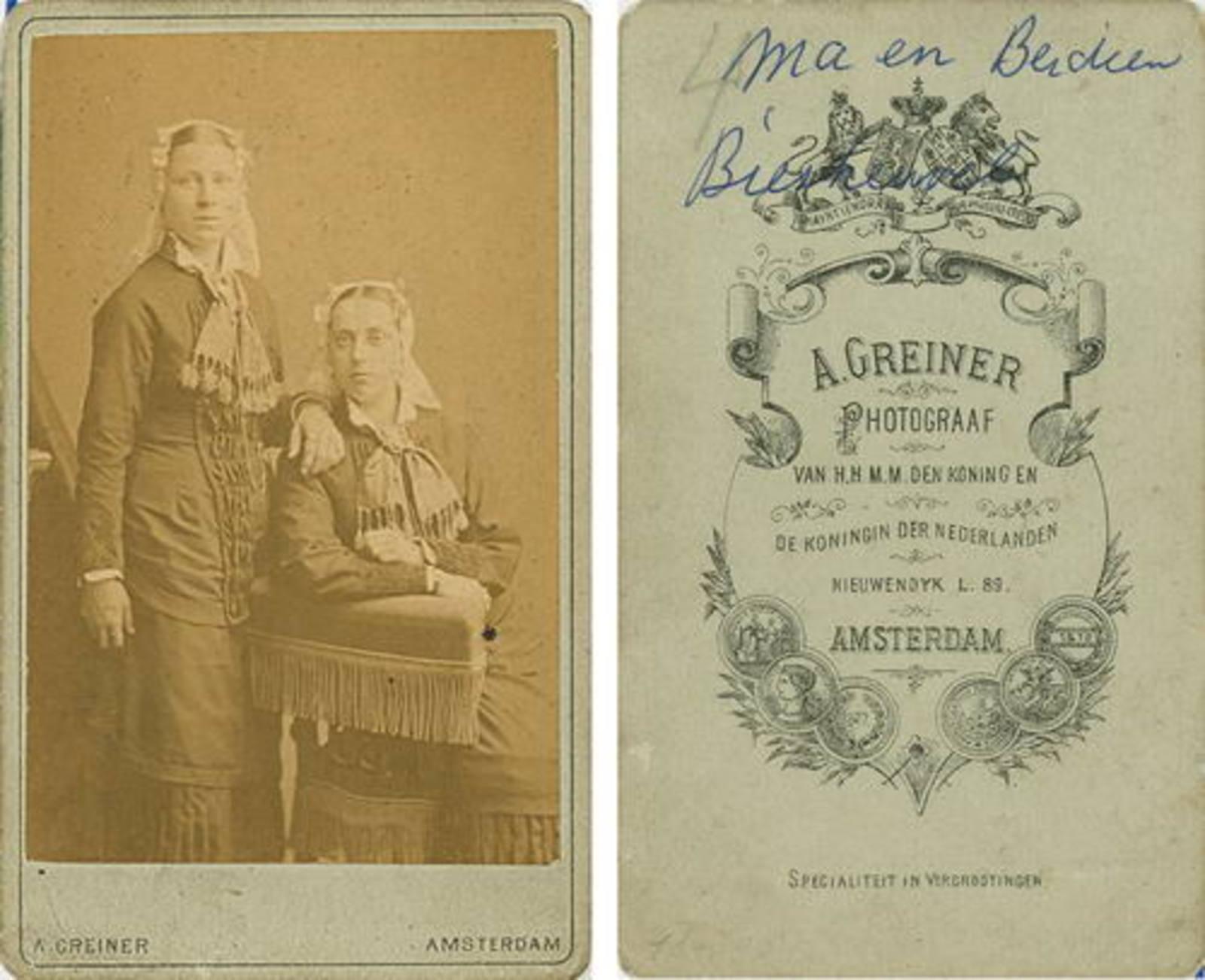 Biesheuvel Christiaan Wzn 1835 19__ dochters Ma en Berdien bij Fotograaf