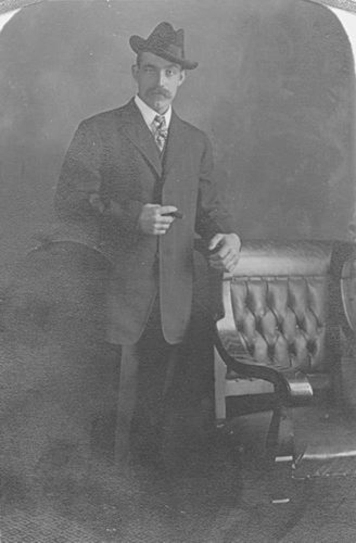 Biesheuvel Marie Bdr 1858 19__ zoon Jaap Druif bij Fotograaf