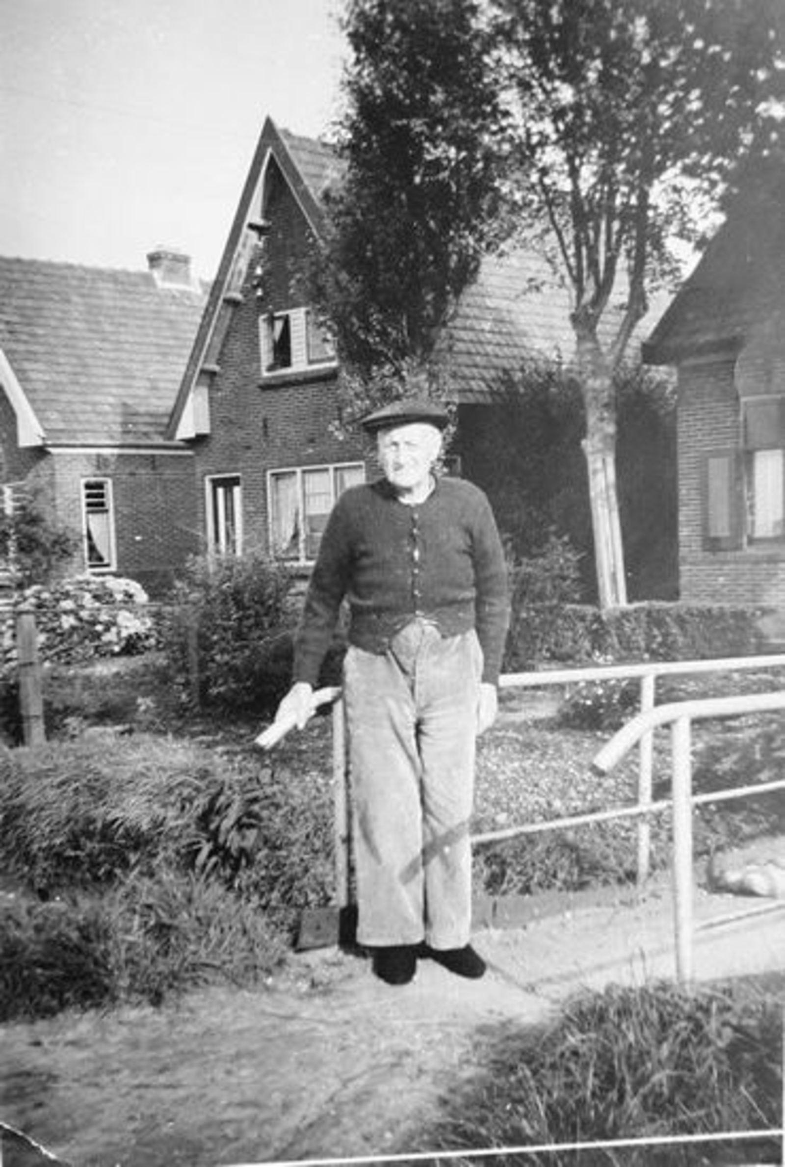 Bijl Jacobus W 19__ voor Huis Aalsmeerderweg Rijk