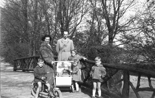 Blanken Gerard Otto 1957 Gezin in Wandelbos
