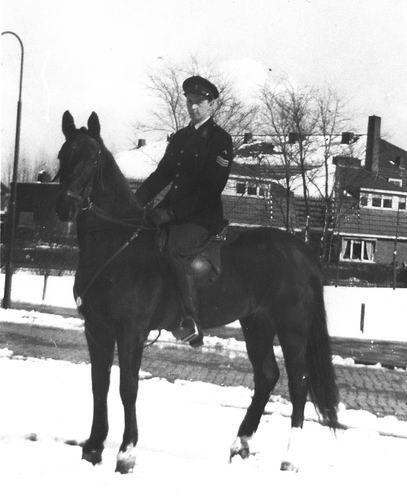 Blanken Gerard Otto 1958 Politie met Paard Blackie 01