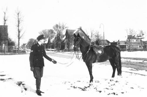 Blanken Gerard Otto 1958 Politie met Paard Blackie 02