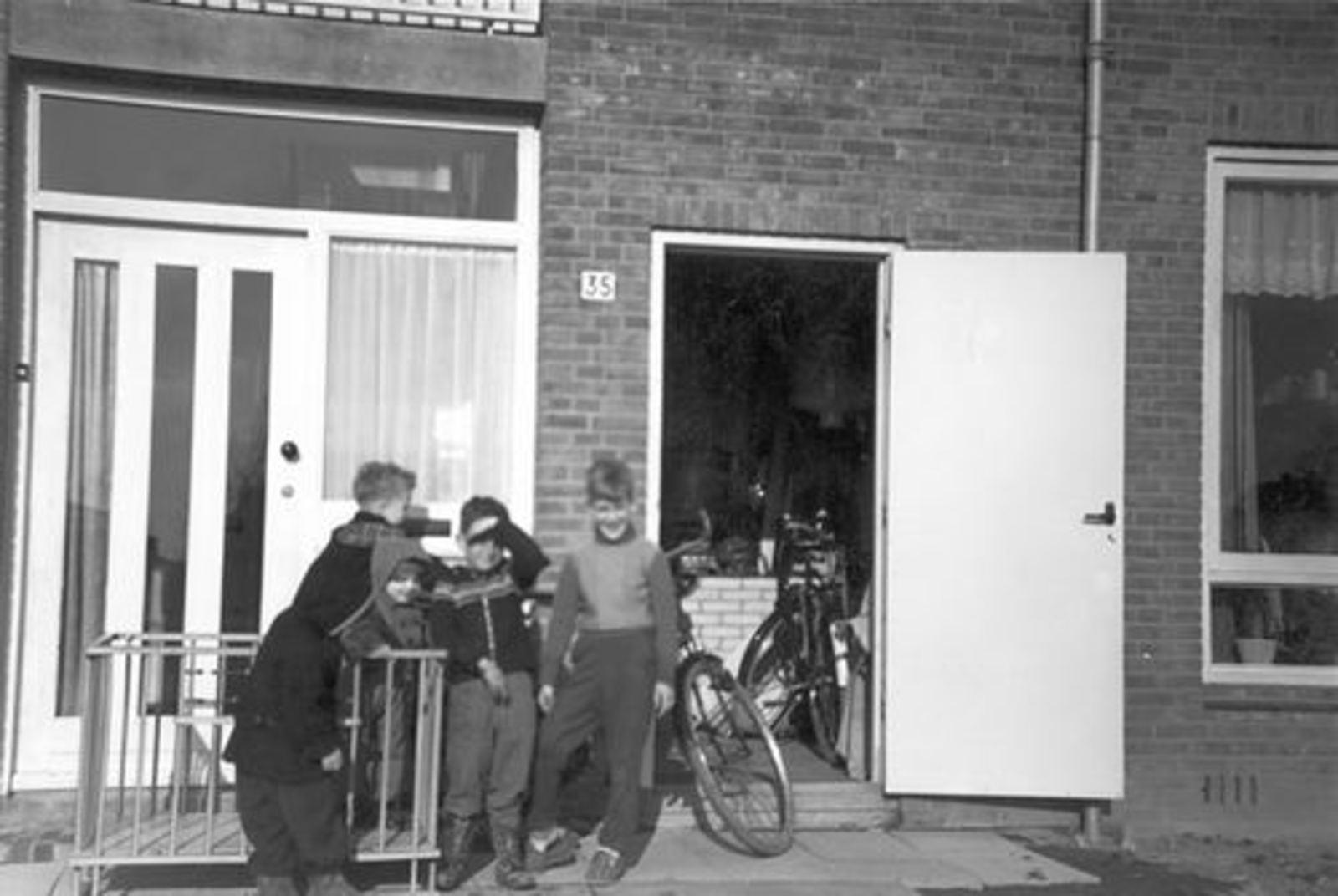 Blauwe Beugelstraat 0035 1961± met Kinderen Pijpers 02