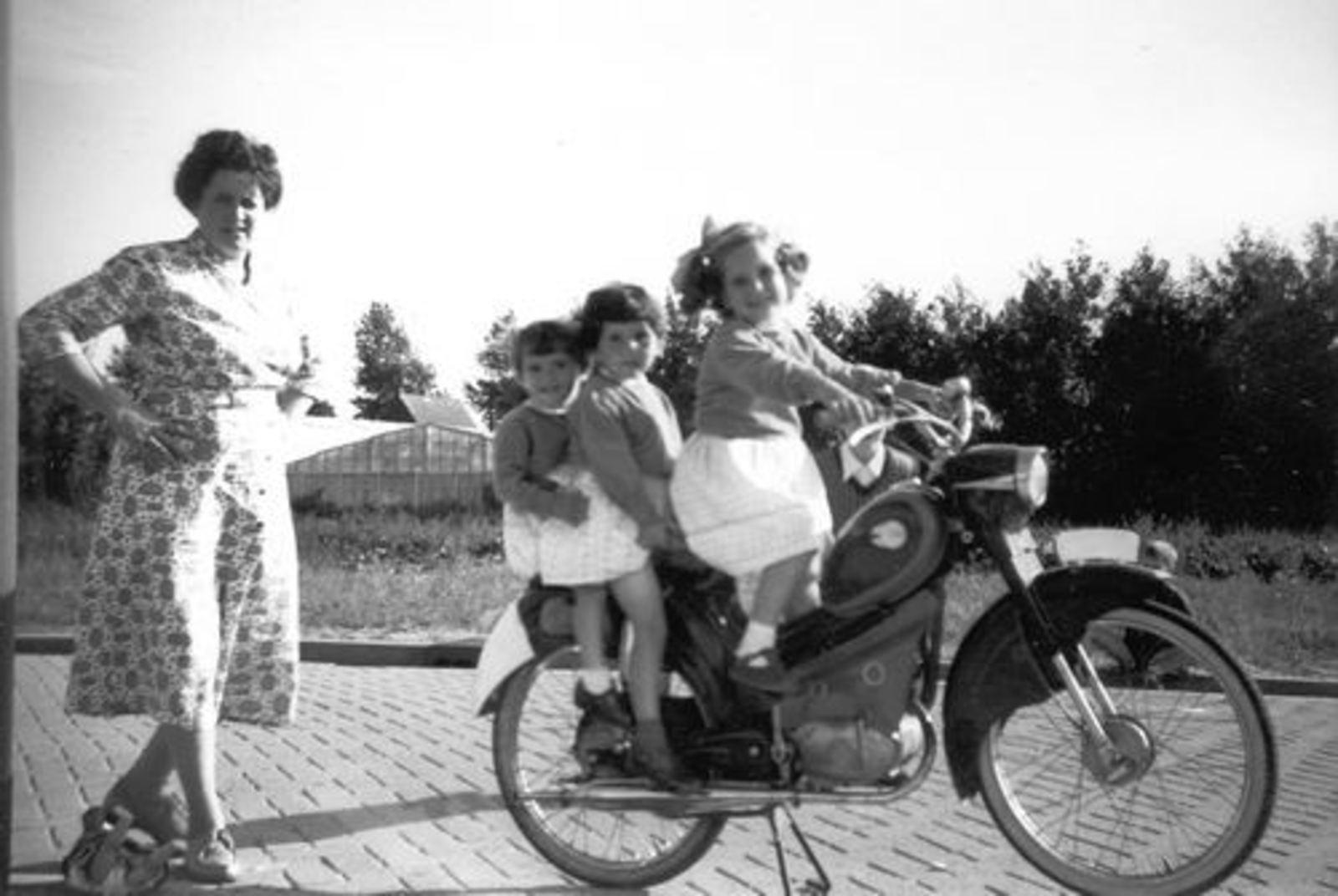 Blauwe Beugelstraat 0035 1961± met Kinderen Pijpers 07