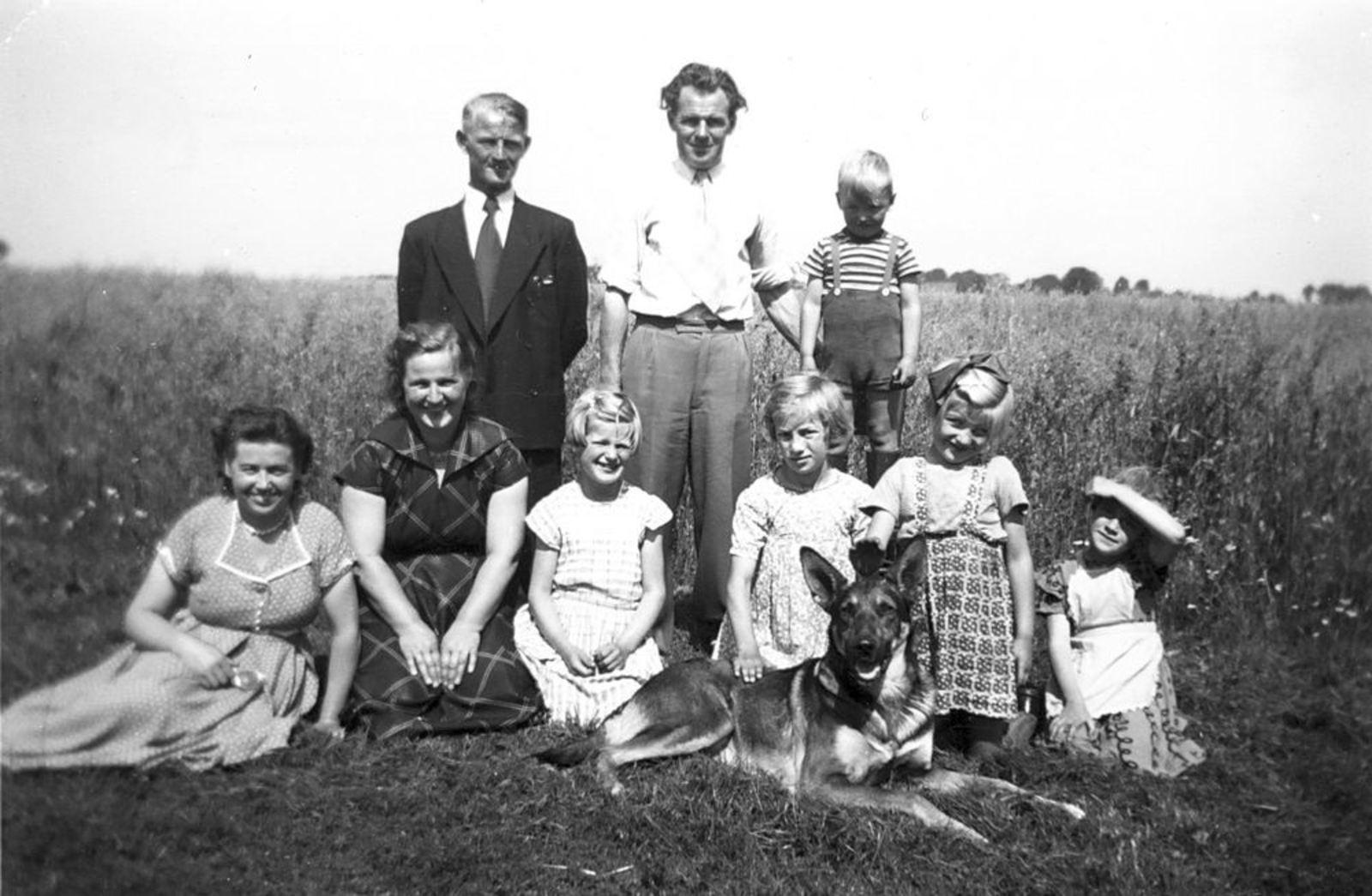 Bliek Gerrit 1917 1954 met vrouw Geertje en Onbekenden