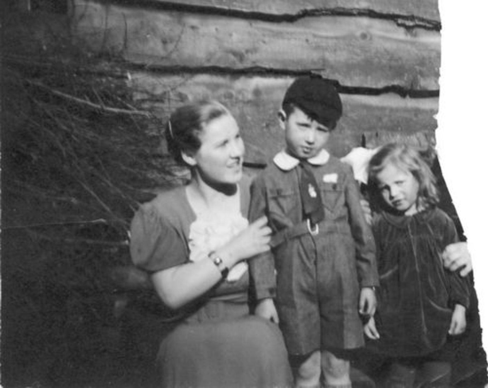 Bliek Leentje 1920 1936 met Gerrit en Magda Blom