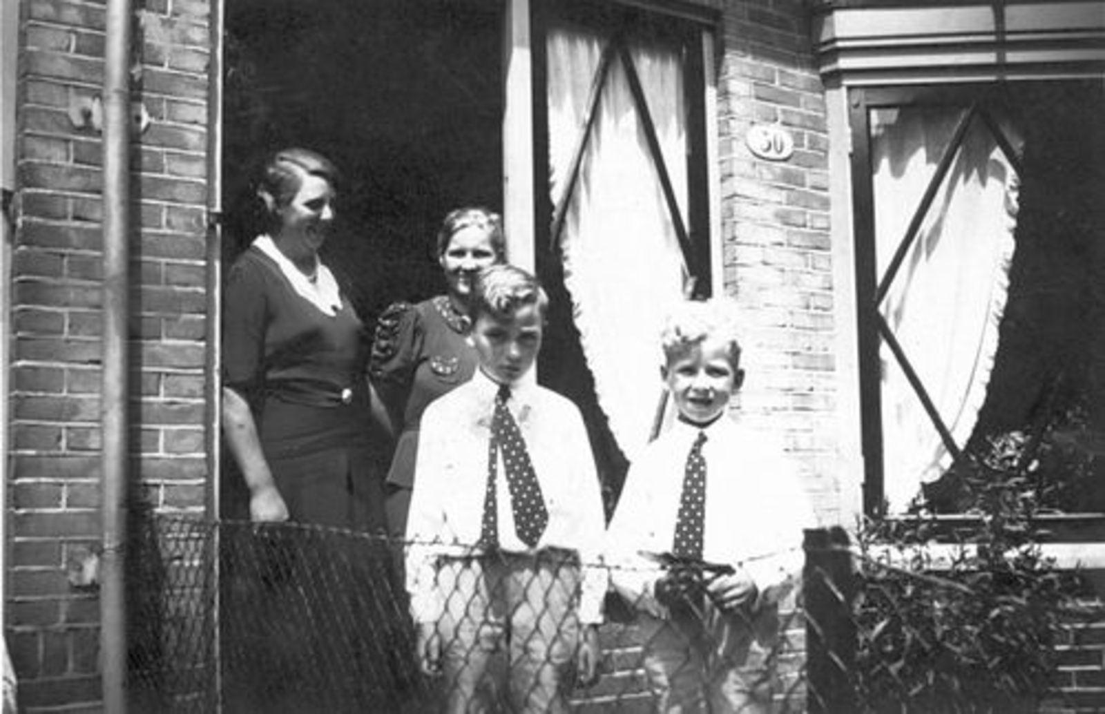 Bliek Leentje 1920 1937 bij nicht v Frans Berbiers