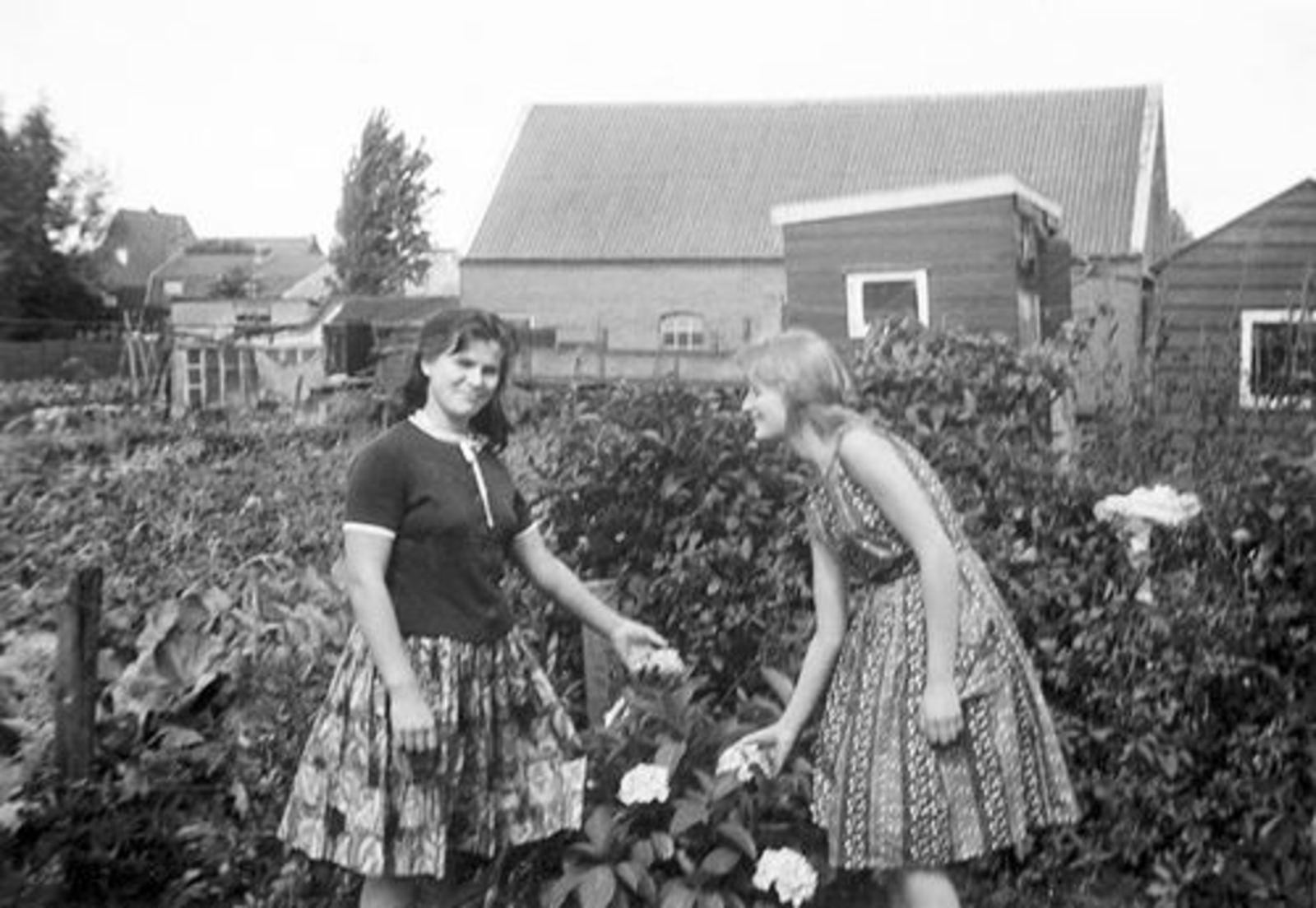 Bliek Leentje Adr 1945 19__ met Magda JannieDr