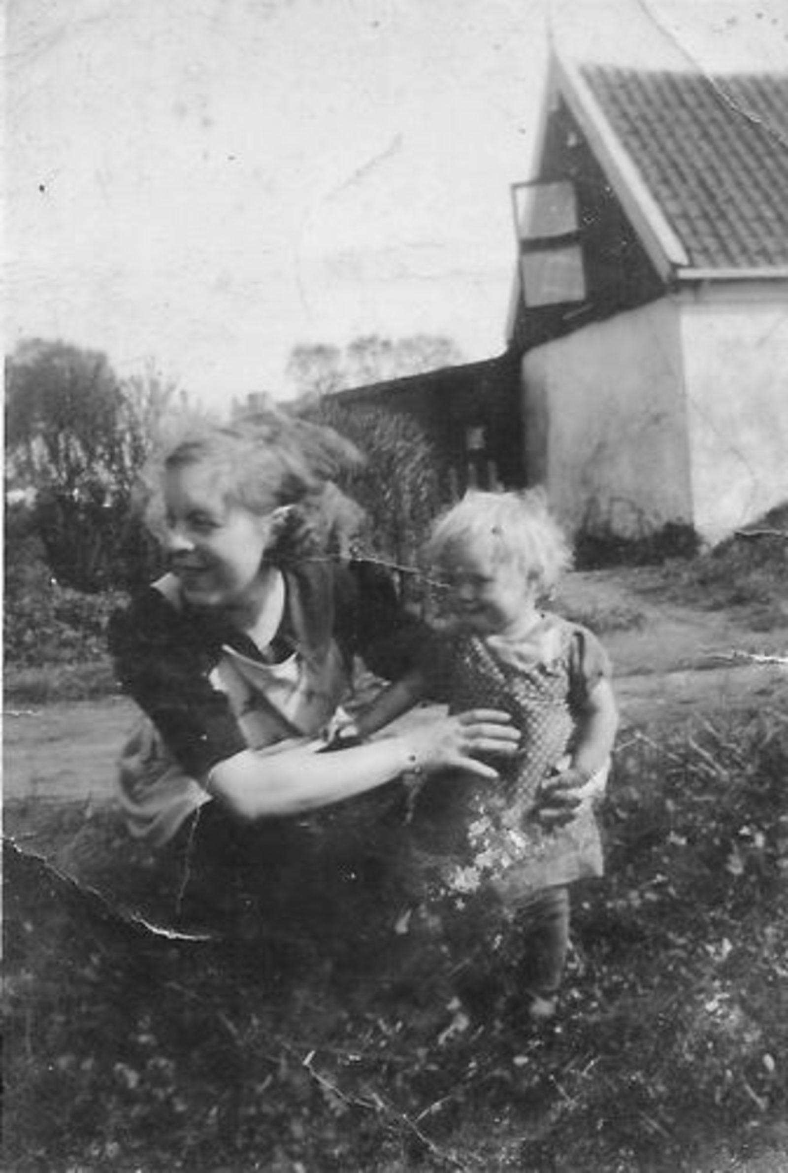Bliek Toon 1914 1939± vrouw Helena vd Blom en dochter Leentje