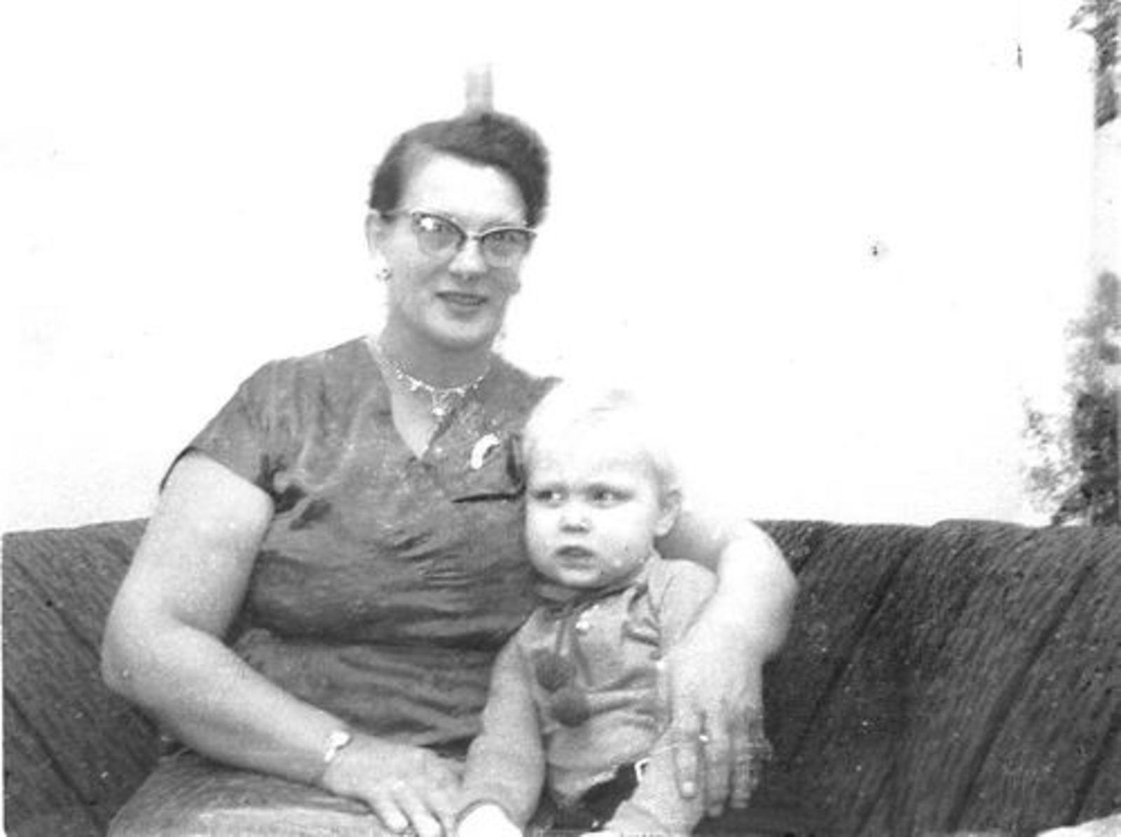 Blom Jan 1906 1963 vrouw Toos Bliek met Onbekend Kind