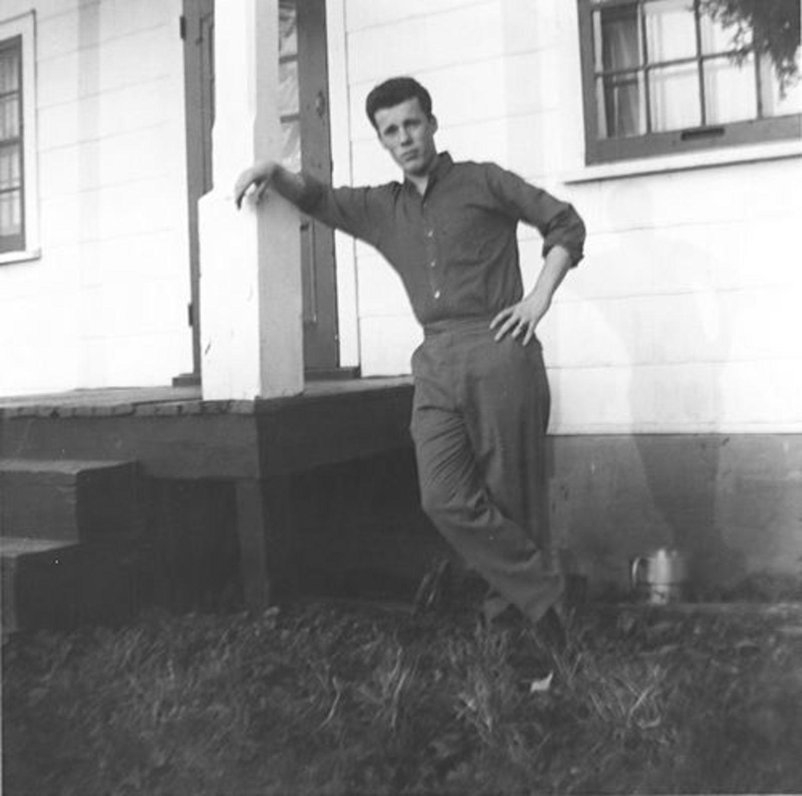 Blom Jan 1906 1965 zoon Antoon bij zijn Huis in Canada