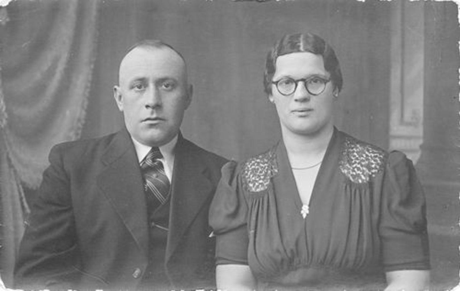 Blom Jan 1906 19__ Portret met vrouw Toos Bliek_2